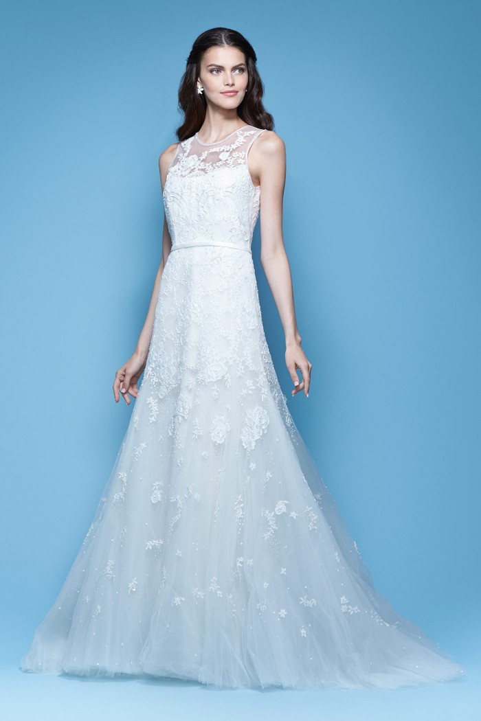 5b28c5f12 inspired by the beauty sensuality and delicacy of the fragrant white  jasmine flower the carolina herrera
