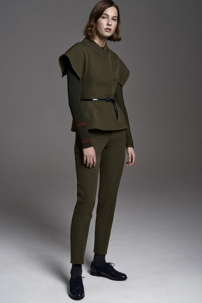 Carolina Herrera New York Pre Fall 2017 Look Model Wearing New Collection Suit Khaki
