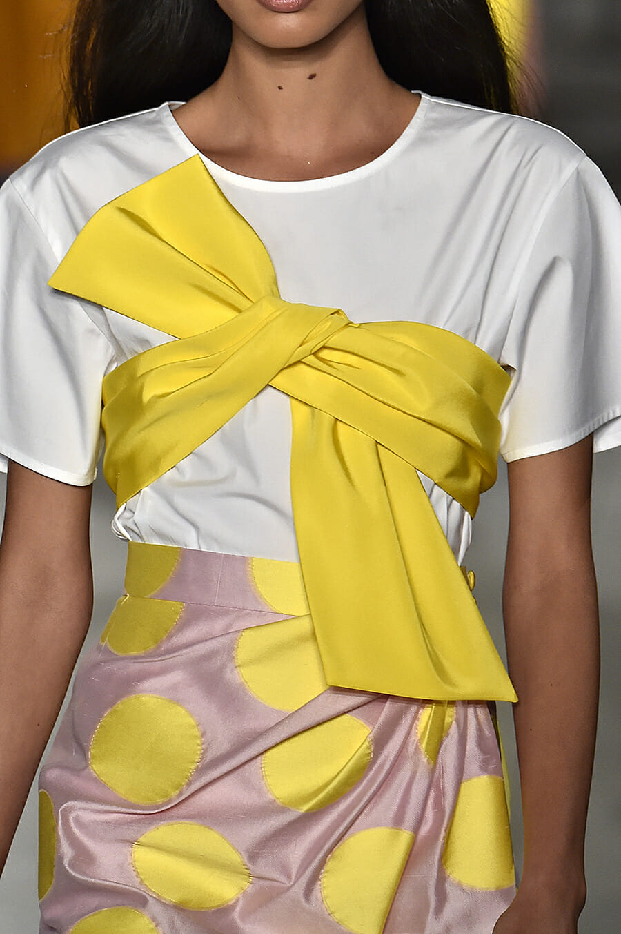 Carolina-Herrera-New-York-Fashion-Week-Spring-Summer-2018-NY-September-2017-look-27-detail-2