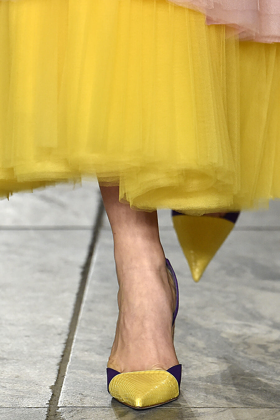 Carolina-Herrera-New-York-Fashion-Week-Spring-Summer-2018-NY-September-2017-look-30-detail2