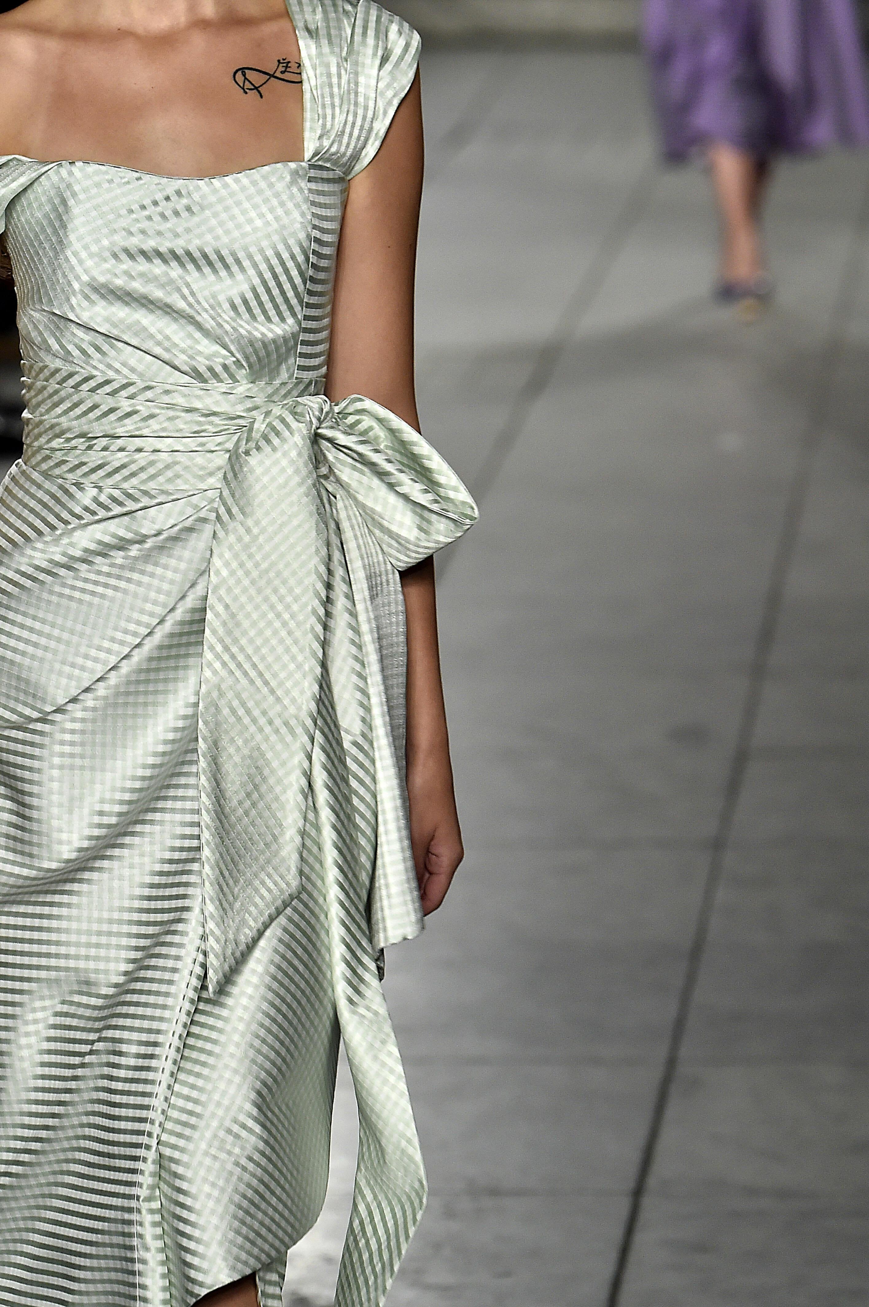 Carolina-Herrer-NY_Spring-18-Runway-show-look3