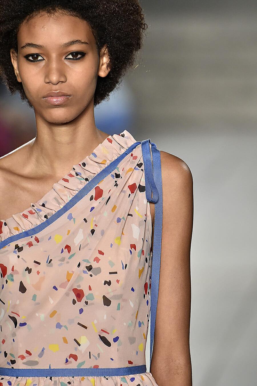 Carolina-Herrera-New-York-Fashion-Week-Spring-Summer-2018-NY-September-2017-look18-detail1