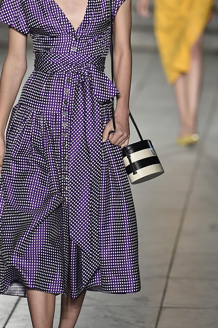 Carolina-Herrera-New-York-Fashion-Week-Spring-Summer-2018-NY-September-2017-look4-detail3