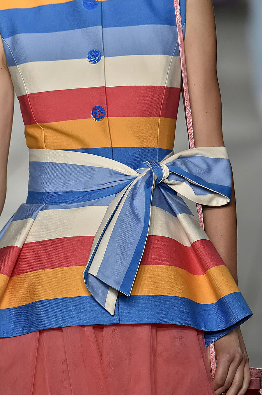 Carolina-Herrera-New-York-Fashion-Week-Spring-Summer-2018-NY-September-2017-look8-detail2