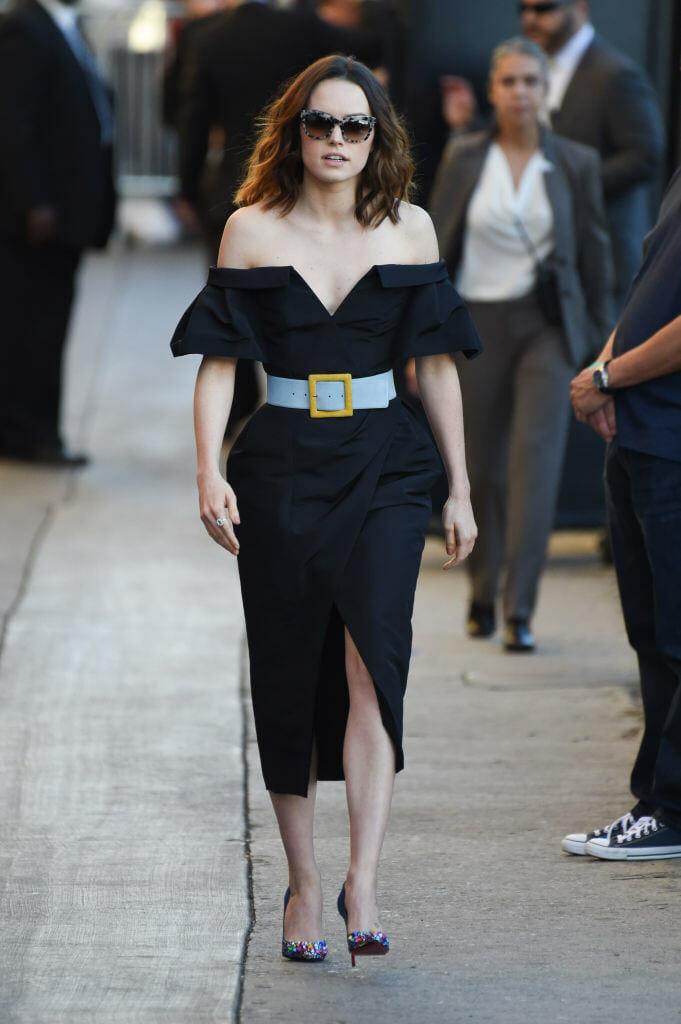 chny-fashion-Daisy-Ridley-wearing-carolina-herrera-dress