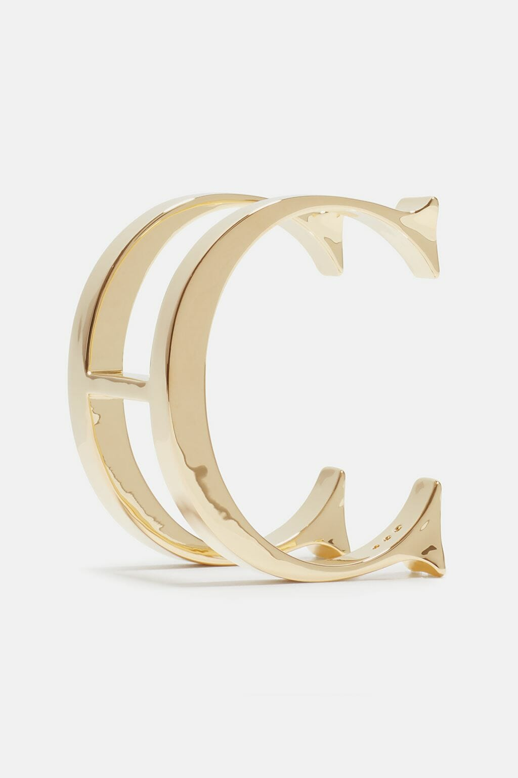 CH-Carolina-herrera-insignia-jewelry-look-10