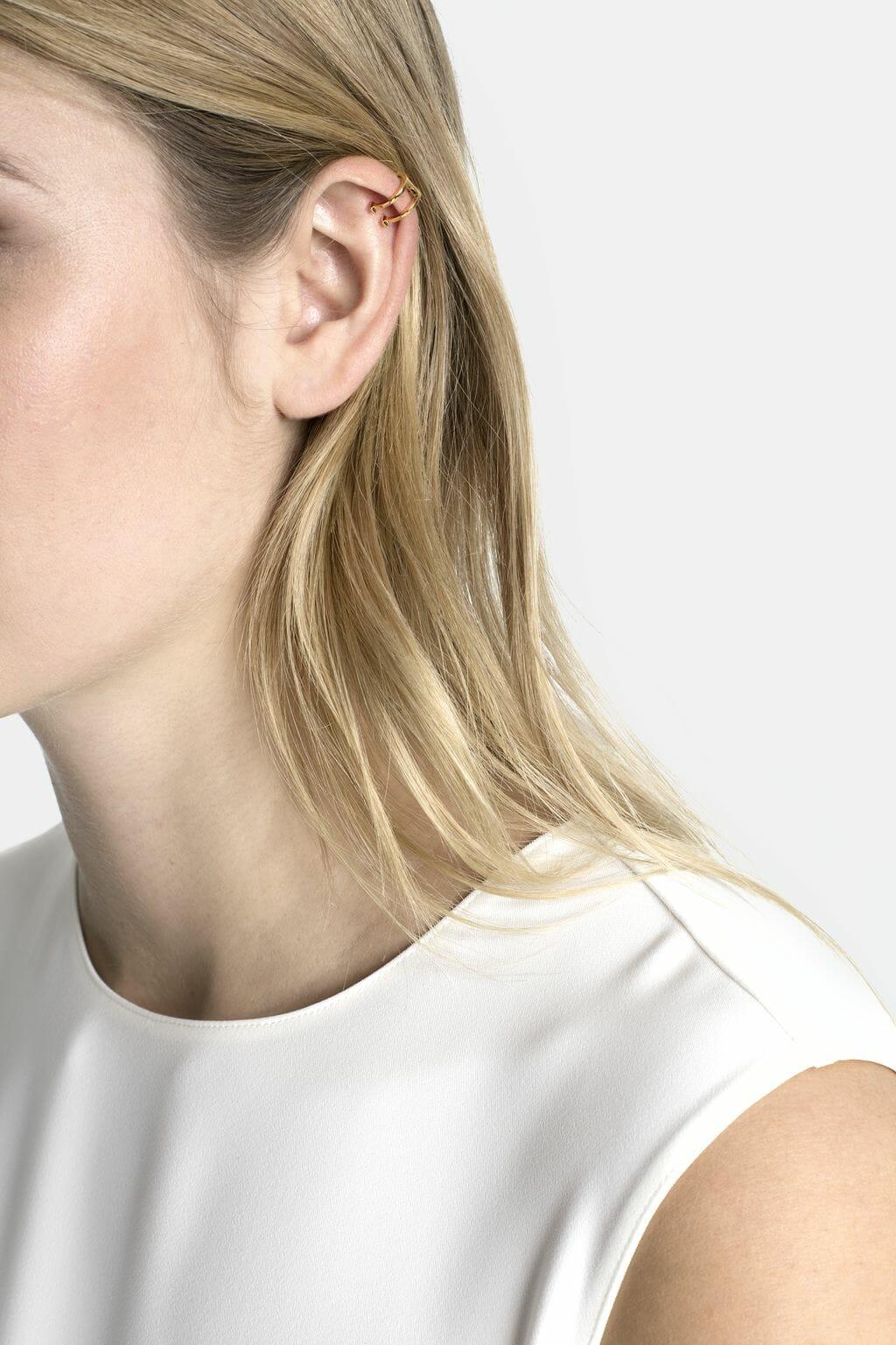 CH-Carolina-herrera-insignia-jewelry-look-26