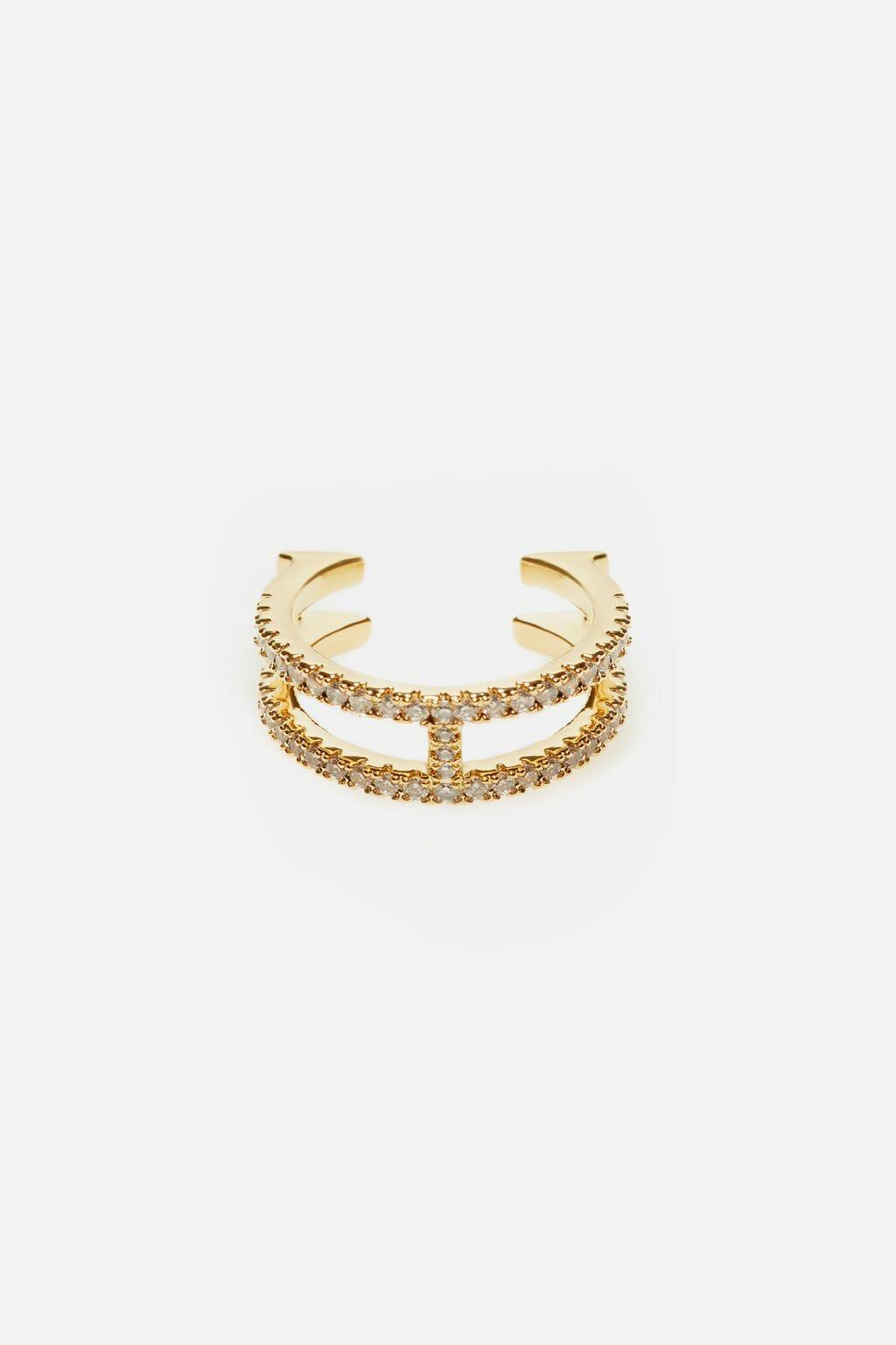 CH-Carolina-herrera-insignia-jewelry-look-28
