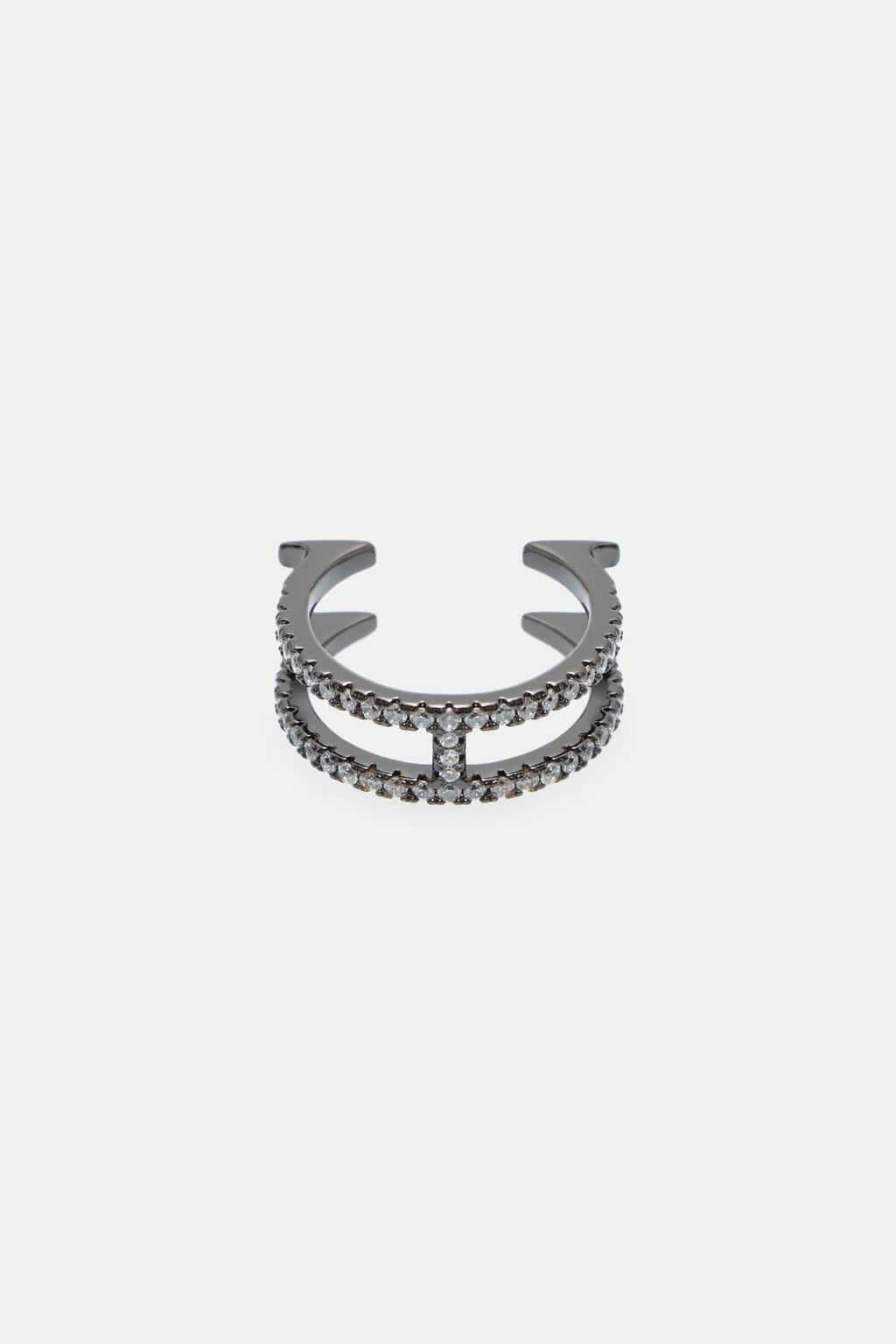 CH-Carolina-herrera-insignia-jewelry-look-29