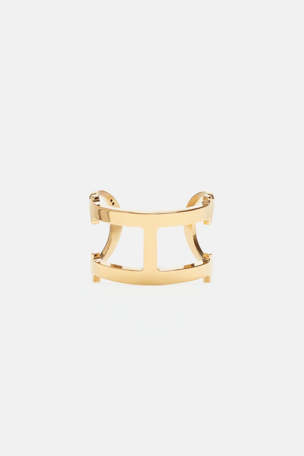 CH-Carolina-herrera-insignia-jewelry-look-4