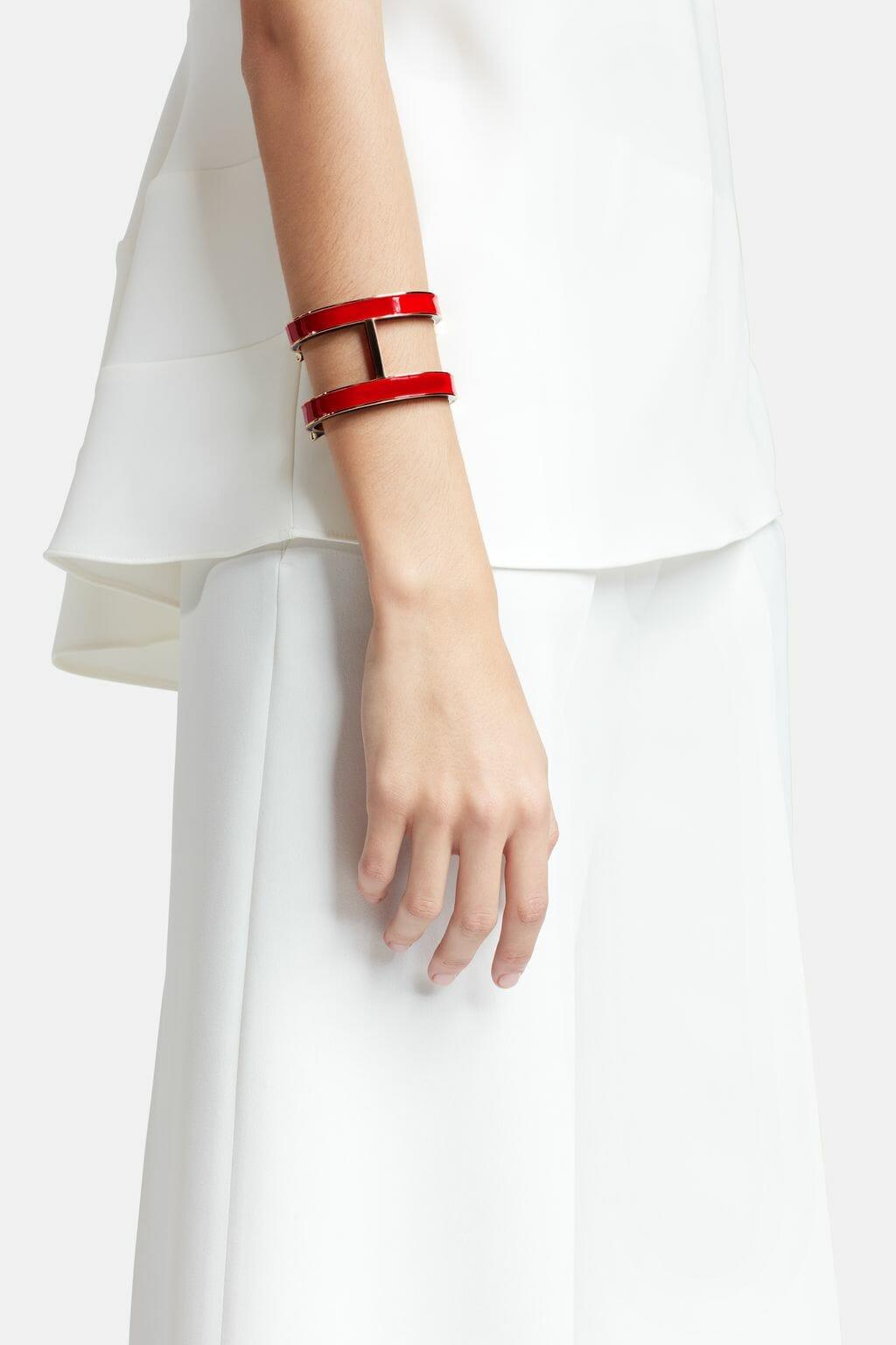 CH-Carolina-herrera-insignia-jewelry-look-5