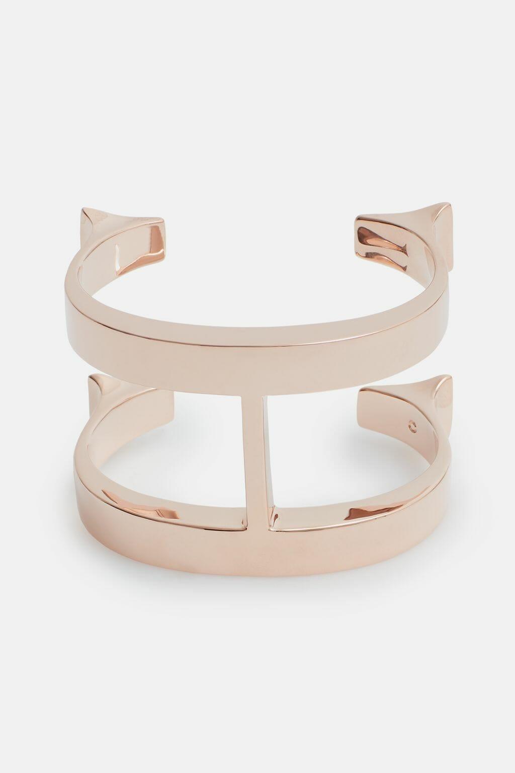 CH-Carolina-herrera-insignia-jewelry-look-6
