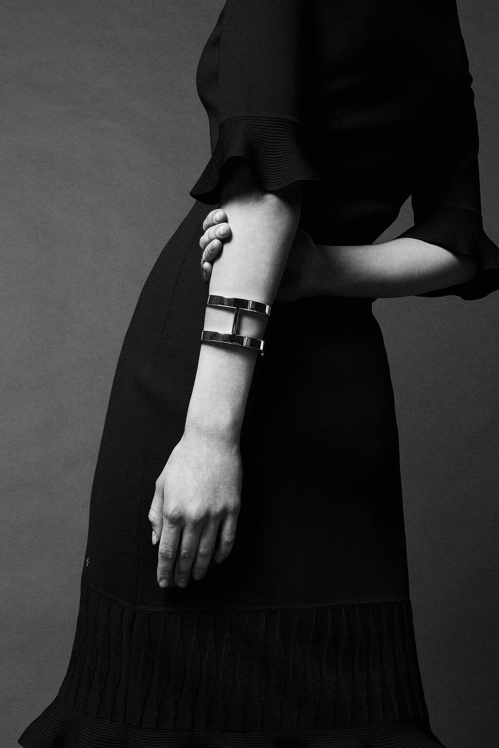 CH-Carolina-herrera-insignia-jewelry-look-9