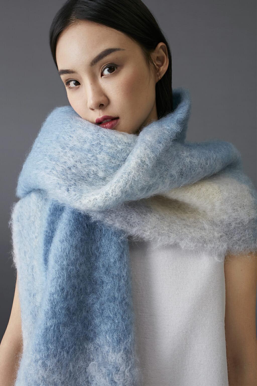 ch-carolina-herrera-fashion-fall-2018-scarf-wool-blue-white