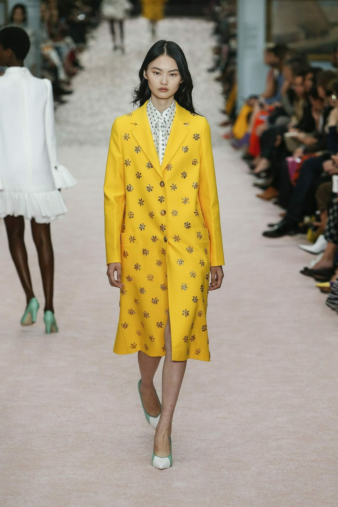 Carolina-Herrera-New-York-Spring-2019-look-15