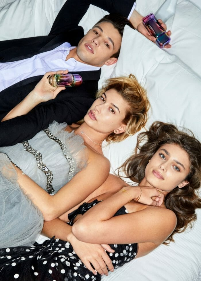 212_carolina_herrera_models_party_fever_haileybaldwin_camerondallas_taylorhill