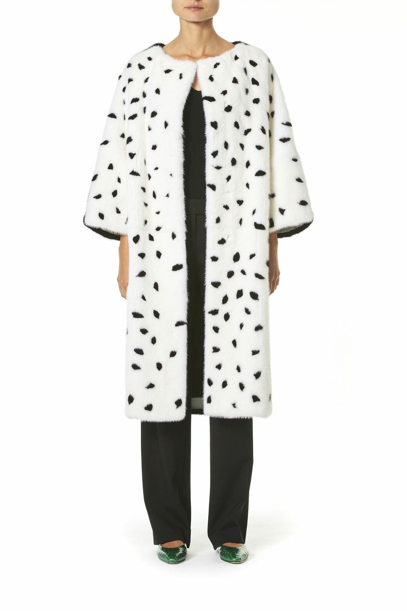 Carolina-Herrera-New-York-Resort-2019-look-155-coat-white-black-dalmata-dots
