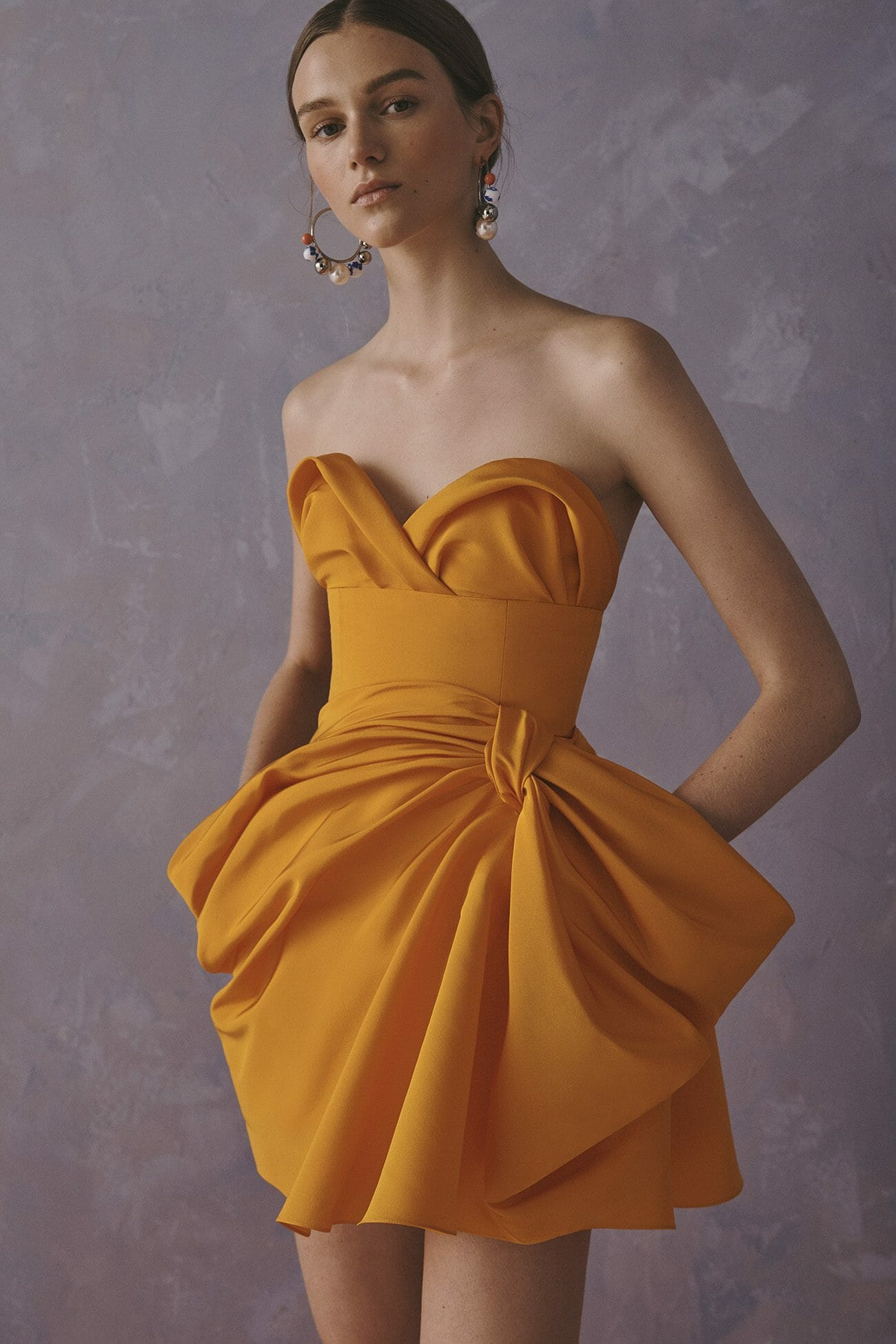Carolina Herrera New York Resort 2020 Coleção yellow cocktail dress strapless necklines