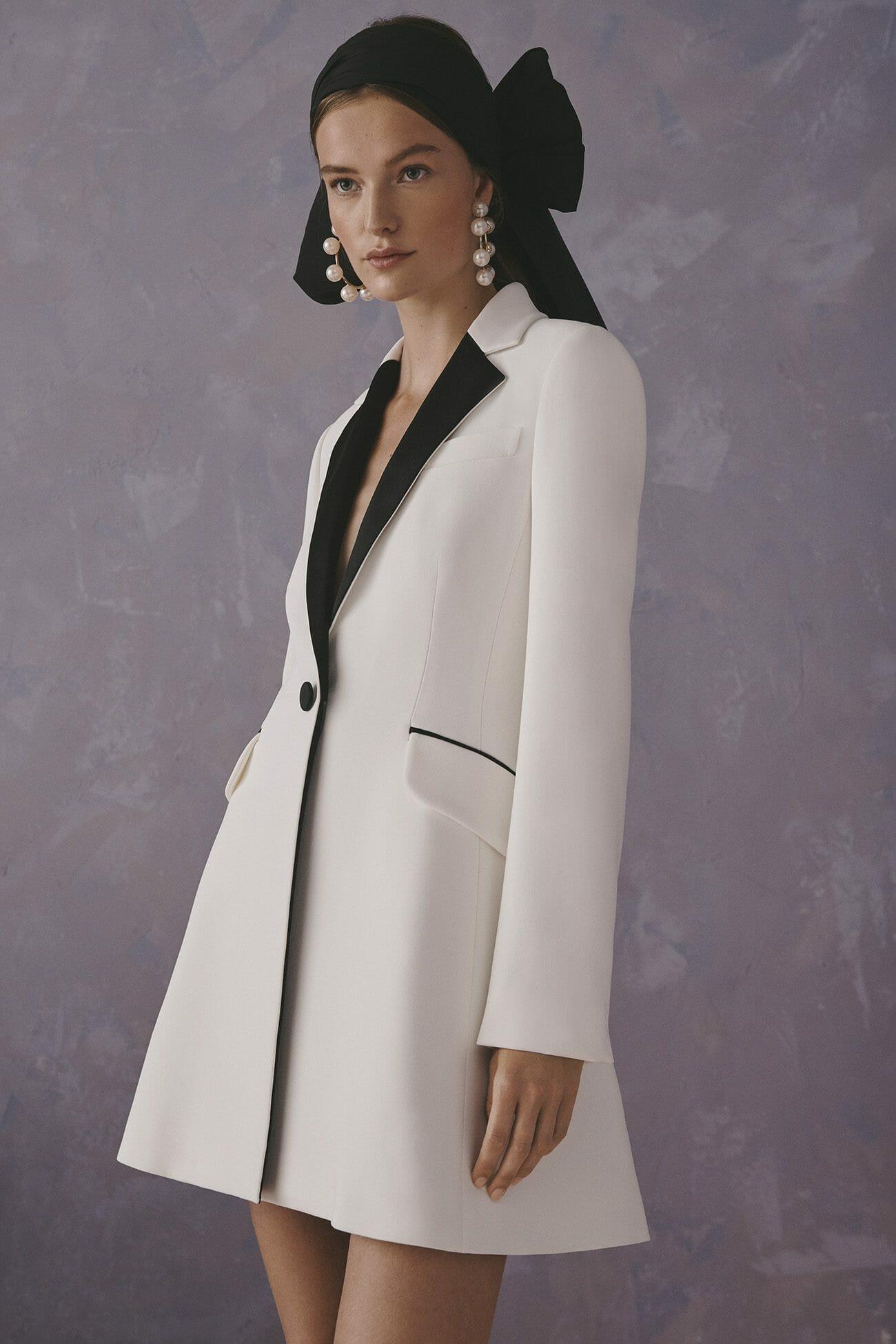 Carolina Herrera New York Resort 2020 Coleção white suit dress