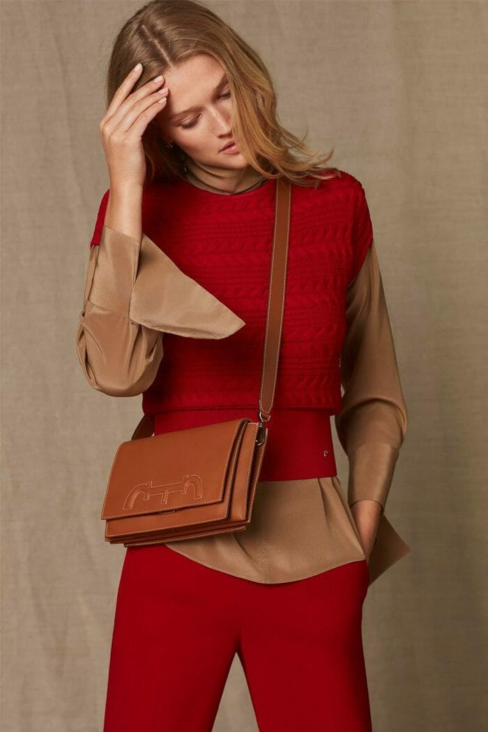 CH Carolina Herrera. New womenswear collection Falling for CH, featured with Doma Insignia bag. Look 06