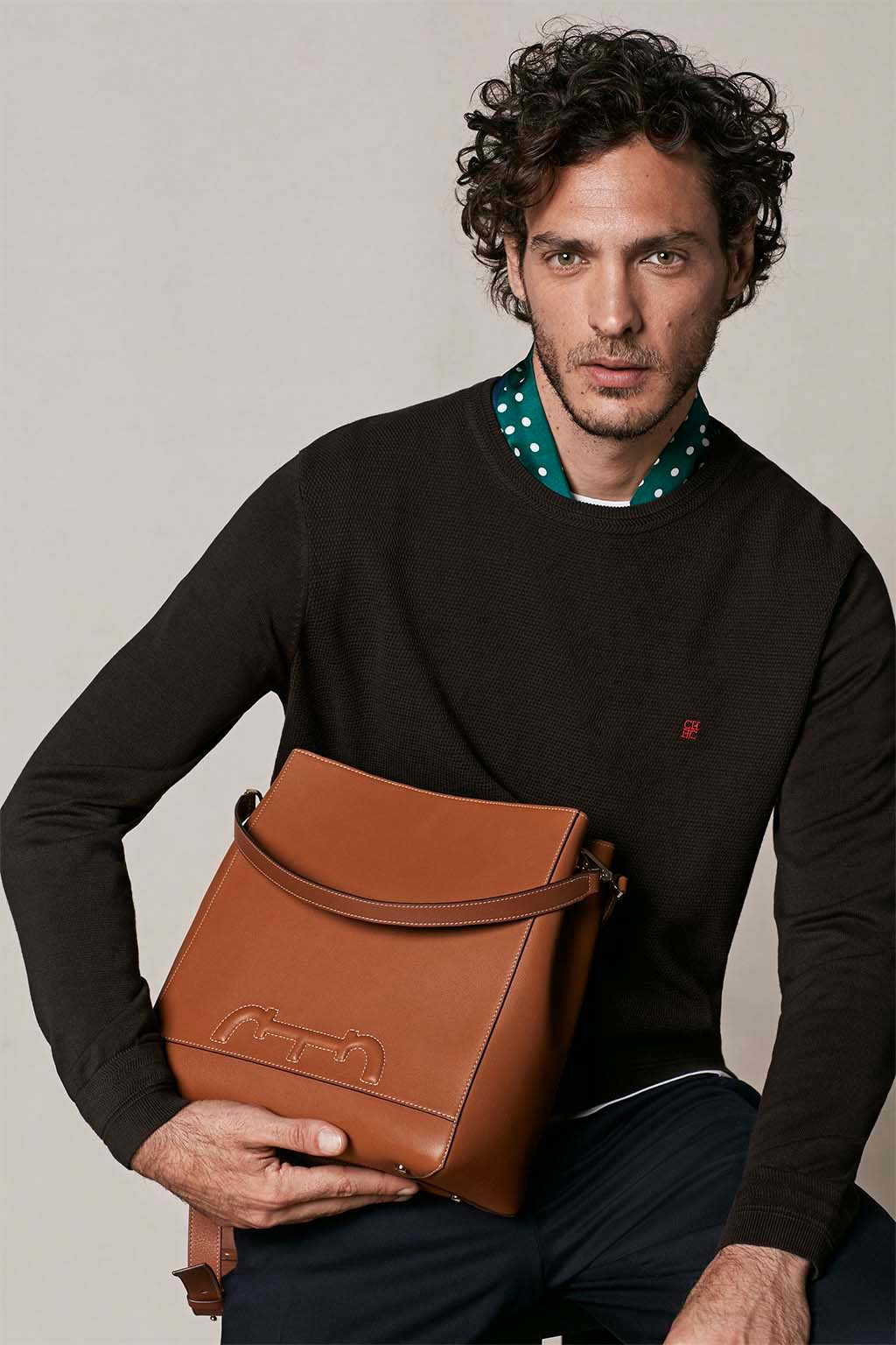 CH Carolina Herrera. New menswear collection Autumn Tales, featured with Doma Insignia bag. Look 09