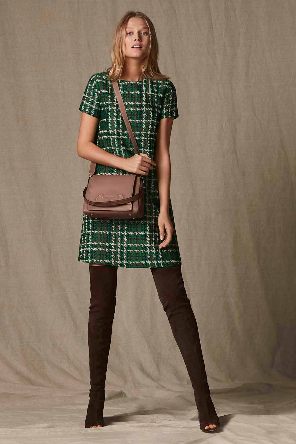 CH Carolina Herrera. New womenswear collection Falling for CH, featured with Doma Insignia bag. Look 13