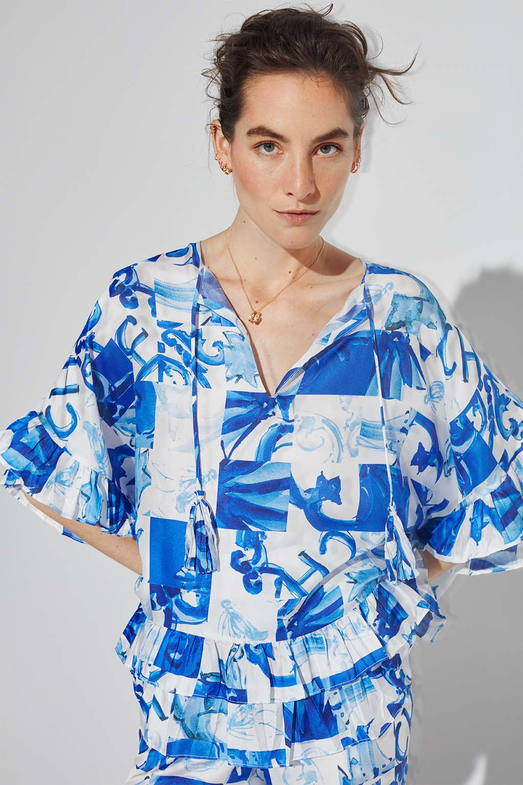 CH Carolina Herrera. New Womenswear Collection Painted in blue. Look 01